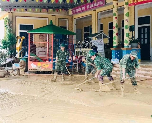 """Tuổi trẻ """"vực dậy"""" dải đất vùng biên giới bị thiệt hại nặng do mưa lũ - 13"""