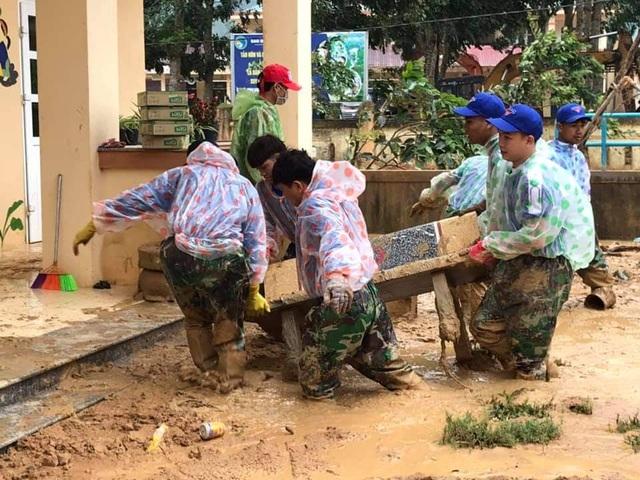 """Tuổi trẻ """"vực dậy"""" dải đất vùng biên giới bị thiệt hại nặng do mưa lũ - 14"""