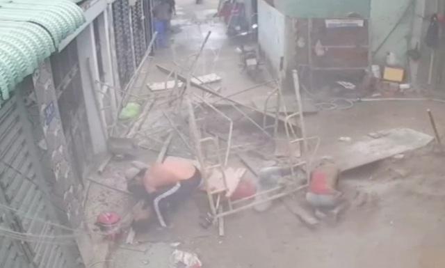 Sập giàn giáo, 3 công nhân rơi từ độ cao 7m - 1