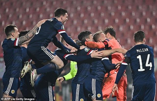 Xác định xong 4 đội bóng cuối cùng dự Euro 2021 - 3