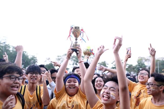 """Học sinh Chu Văn An """"hoán đổi"""" thú vị trong ngày hội thể thao - 12"""