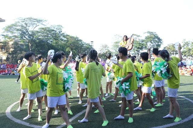 """Học sinh Chu Văn An """"hoán đổi"""" thú vị trong ngày hội thể thao - 2"""