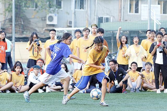 """Học sinh Chu Văn An """"hoán đổi"""" thú vị trong ngày hội thể thao - 8"""