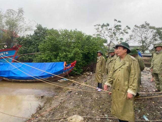 Người dân trên đảo Cồn Cỏ xuống hầm tránh trú bão - 6