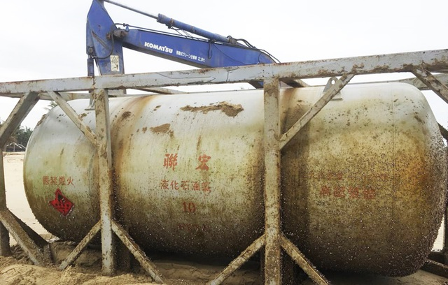 Lại phát hiện bồn kim loại in chữ Trung Quốc trôi dạt trên biển - 3