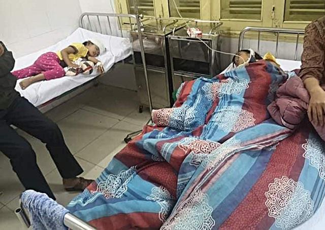 Bố chồng đánh con dâu đang mang thai và 2 cháu nội nhập viện - 1