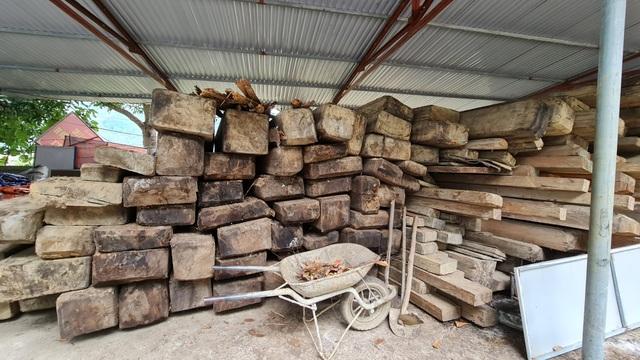 Cả trăm m3 gỗ quý nằm vạ vật chờ... hỏng tại Ban quản lý rừng - 5