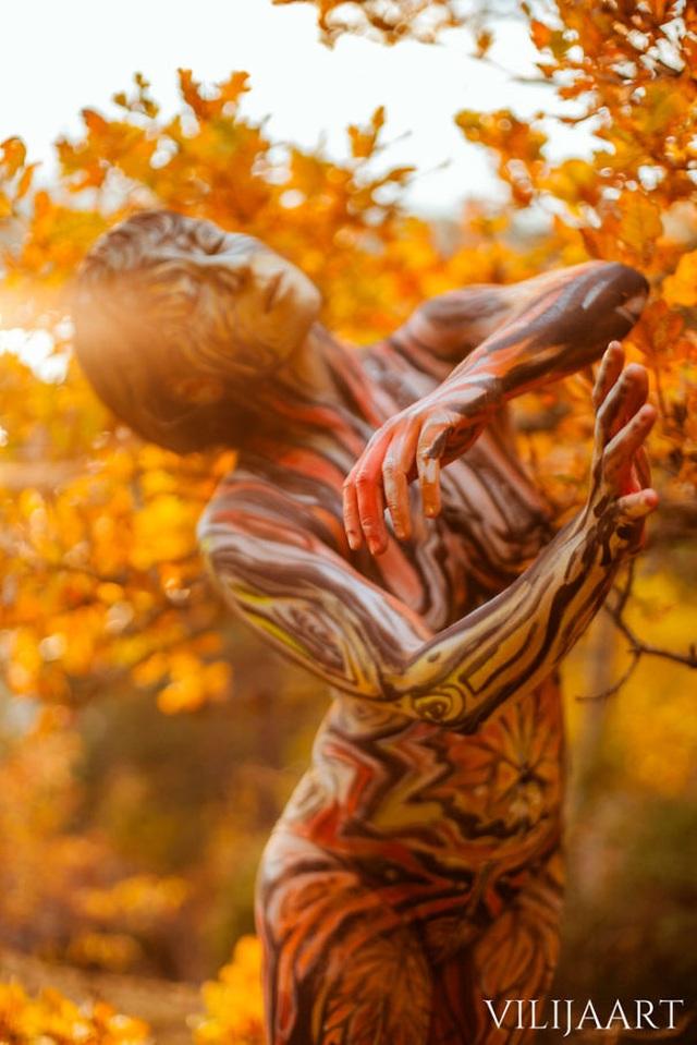 """Những bức vẽ """"body-painting"""" của mùa thu - 3"""