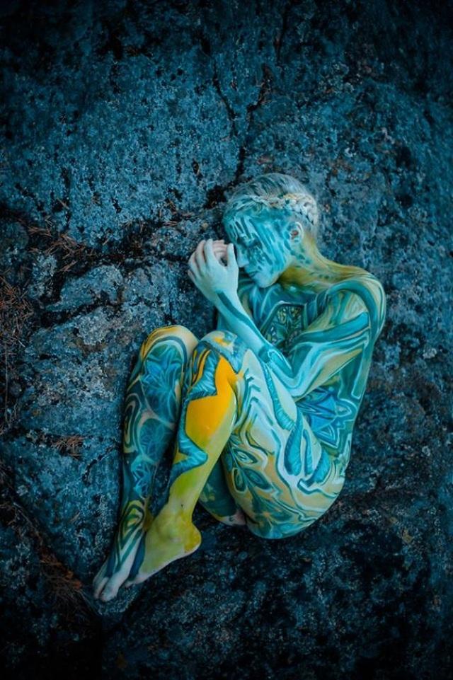 """Những bức vẽ """"body-painting"""" của mùa thu - 9"""