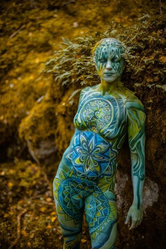 """Những bức vẽ """"body-painting"""" của mùa thu - 8"""