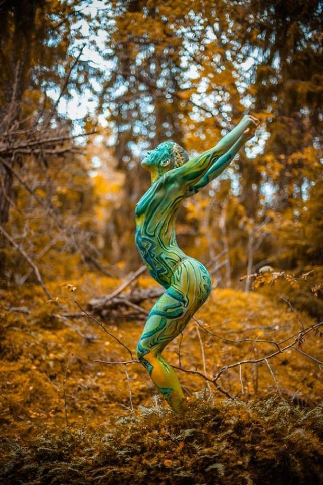 """Những bức vẽ """"body-painting"""" của mùa thu - 7"""