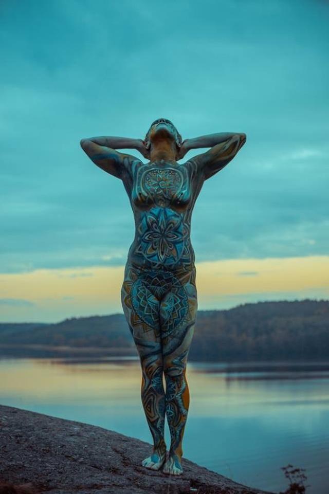 """Những bức vẽ """"body-painting"""" của mùa thu - 1"""