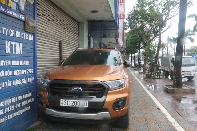 Thuê ô tô chắn gió - Cách chống bão đặc biệt của người dân Đà Nẵng - 5