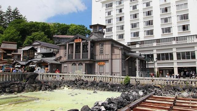 Nghệ thuật múa làm nguội nước tắm onsen ở Kusatsu - 1