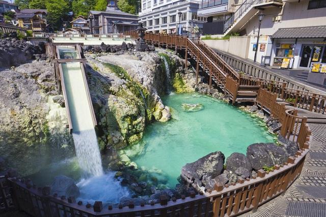 Nghệ thuật múa làm nguội nước tắm onsen ở Kusatsu - 2