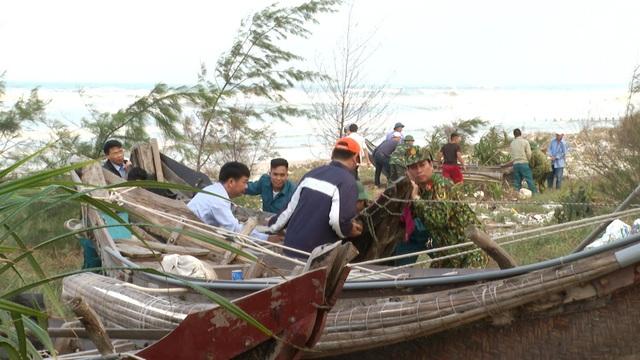 Vùng ven biển đã có gió to, người dân cấp tập chống bão - 8