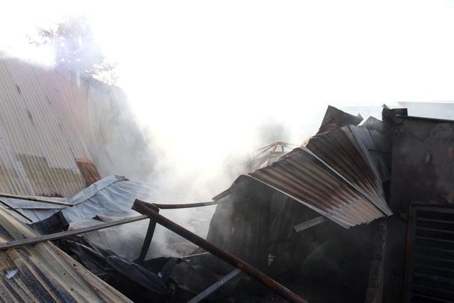 Cơ sở phế liệu trong khu dân cư bốc cháy dữ dội - 5