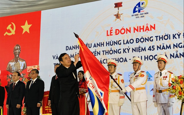 Trường ĐH Bách khoa Đà Nẵng đón danh hiệu Anh hùng lao động thời kỳ đổi mới - 1