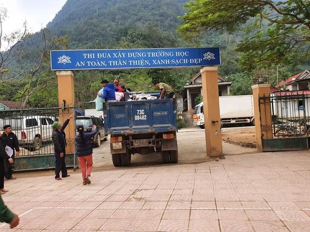 Người dân trên đảo Cồn Cỏ xuống hầm tránh trú bão - 12