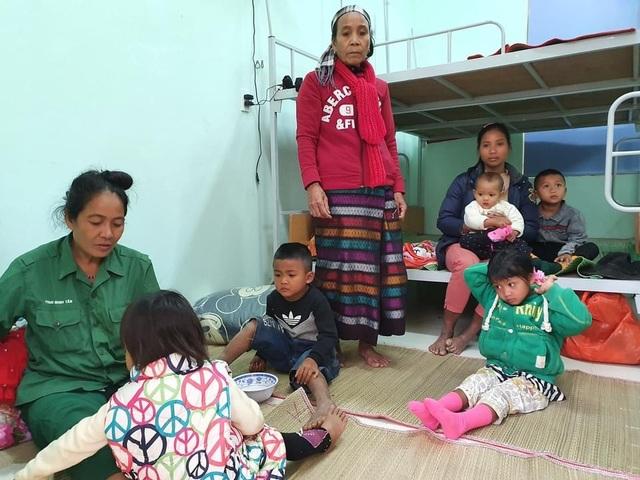 Người dân trên đảo Cồn Cỏ xuống hầm tránh trú bão - 13
