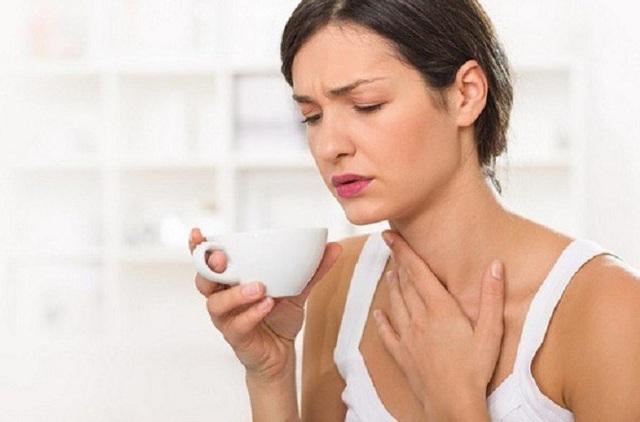 Cảm thấy sưng, vướng ở cổ họng có phải là dấu hiệu ung thư? - 2