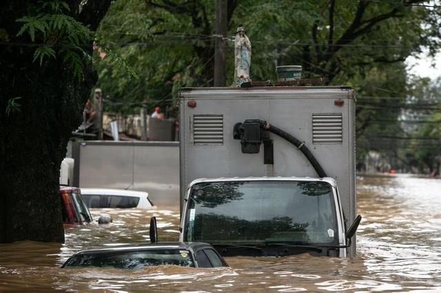 Vamco làm 45 người chết, trở thành bão chết chóc nhất Philippines năm 2020 - 11