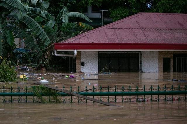 Vamco làm 45 người chết, trở thành bão chết chóc nhất Philippines năm 2020 - 13