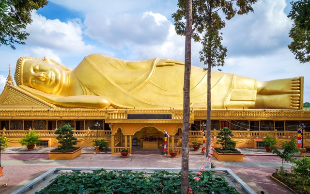 "The ""gilded"" pagoda has the largest outdoor reclining Buddha statue in Vietnam - 9"