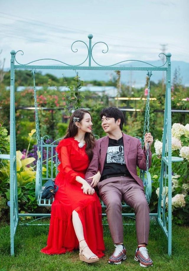 Bán nhà thành phố, vợ chồng về quê biến đất hoang thành vườn ngập hoa lá - 1