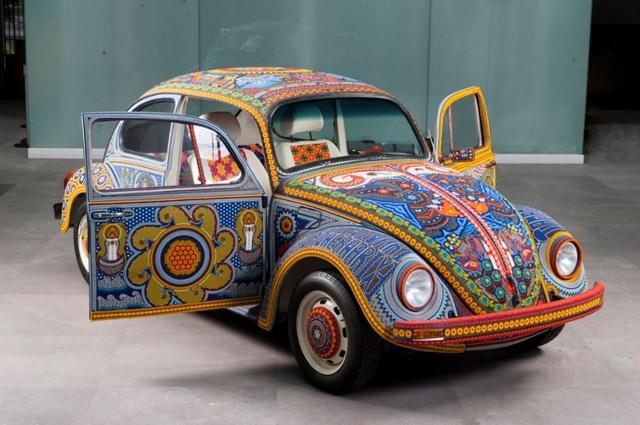 Chiếc Beetle độc nhất vô nhị thế giới, đính hàng triệu hạt màu sặc sỡ - 5