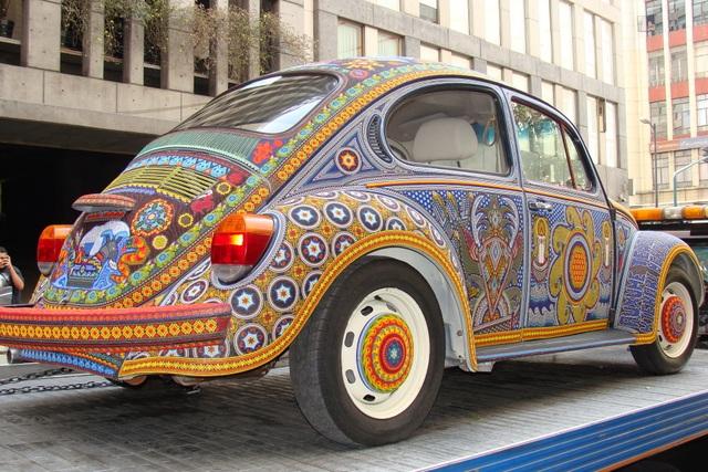 Chiếc Beetle độc nhất vô nhị thế giới, đính hàng triệu hạt màu sặc sỡ - 4