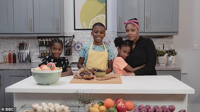 """""""Ngôi sao đầu bếp"""" 12 tuổi khởi nghiệp từ những lần tự nấu nướng vì mẹ ốm - 1"""