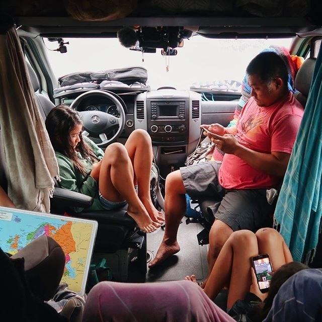 """Gia đình """"du mục"""" vừa nuôi 3 con vừa đi du lịch vòng quanh thế giới - 7"""