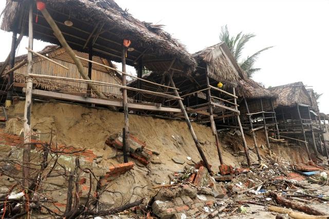 Bão số 13 tàn phá nhiều tuyến đê, kè biển miền Trung - 16