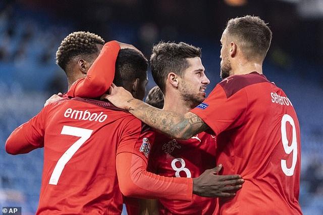 Ramos hai lần đá hỏng phạt đền, Tây Ban Nha hòa thất vọng Thụy Sỹ - 2