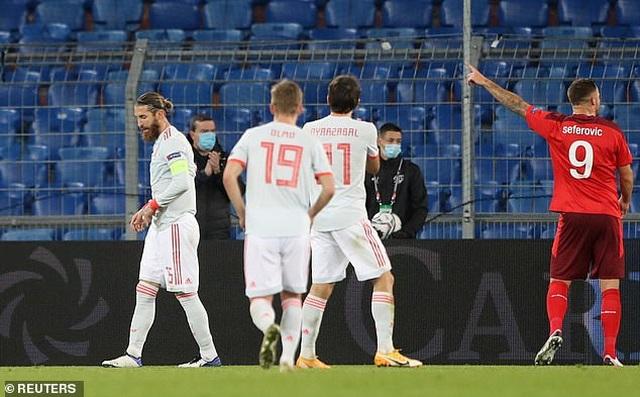 Ramos hai lần đá hỏng phạt đền, Tây Ban Nha hòa thất vọng Thụy Sỹ - 4