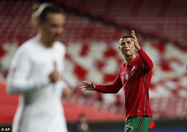 C.Ronaldo im tiếng, Bồ Đào Nha gục ngã trước Pháp - 2