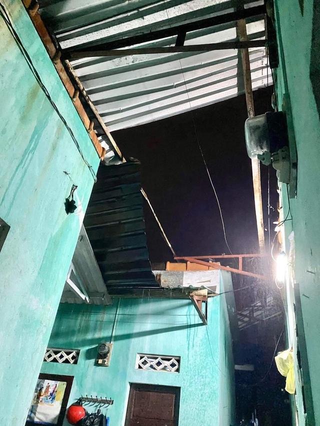 Bão quần thảo dữ dội tại Thừa Thiên Huế - Quảng Trị - 1