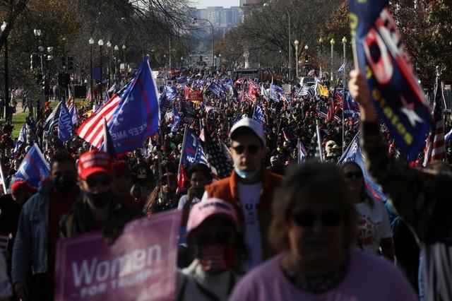 """""""Biển"""" người ủng hộ ông Trump tuần hành dậy sóng thủ đô Washington - 1"""