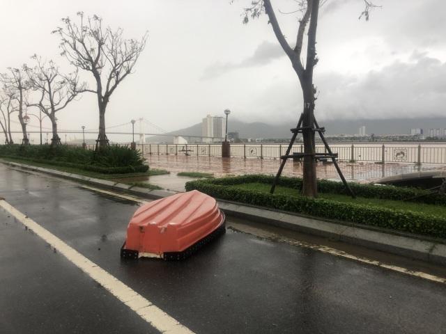 Bão số 13 chạy dọc biển miền Trung, từ Huế về Hà Tĩnh - 28