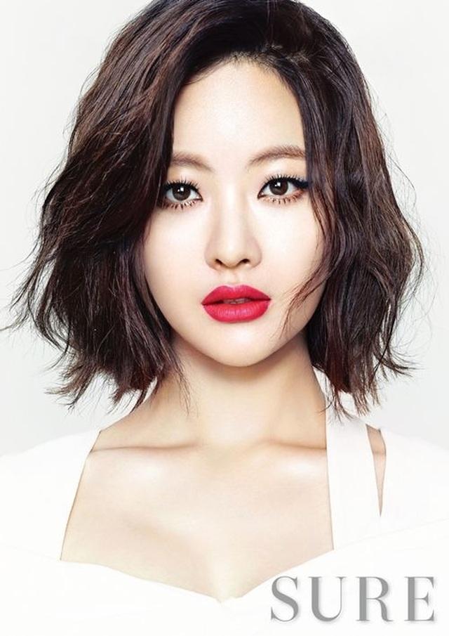 """Hé lộ danh tính bạn gái """"tin đồn"""" nóng bỏng của Hyun Bin - 16"""