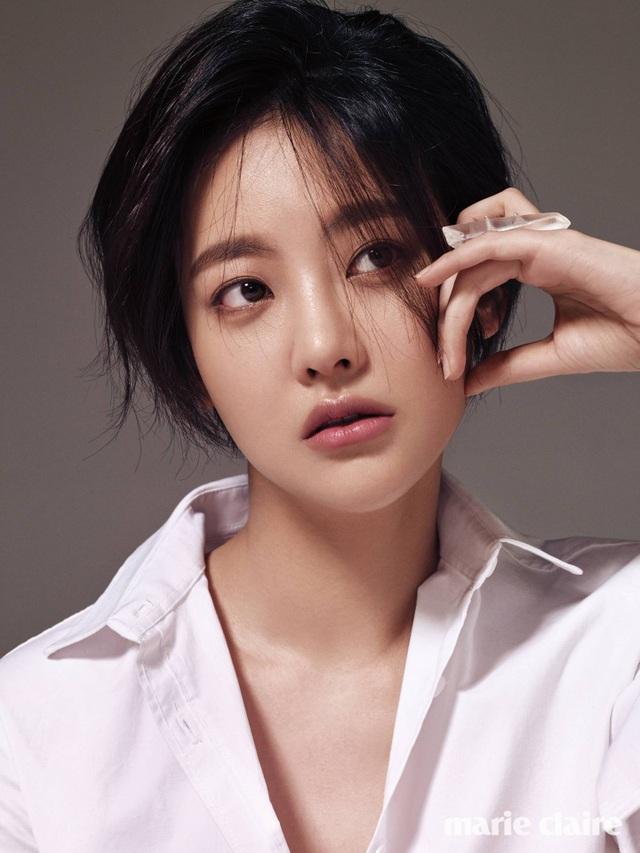 """Hé lộ danh tính bạn gái """"tin đồn"""" nóng bỏng của Hyun Bin - 11"""