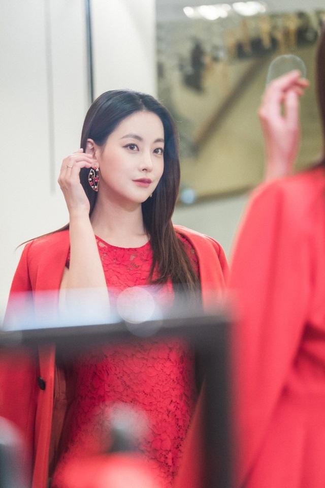 """Hé lộ danh tính bạn gái """"tin đồn"""" nóng bỏng của Hyun Bin - 13"""