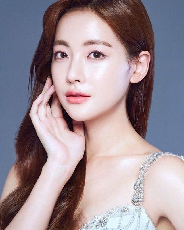 """Hé lộ danh tính bạn gái """"tin đồn"""" nóng bỏng của Hyun Bin - 5"""