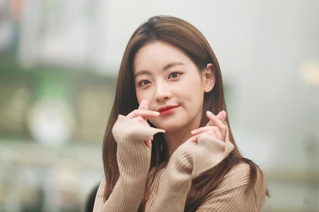 """Hé lộ danh tính bạn gái """"tin đồn"""" nóng bỏng của Hyun Bin - 18"""