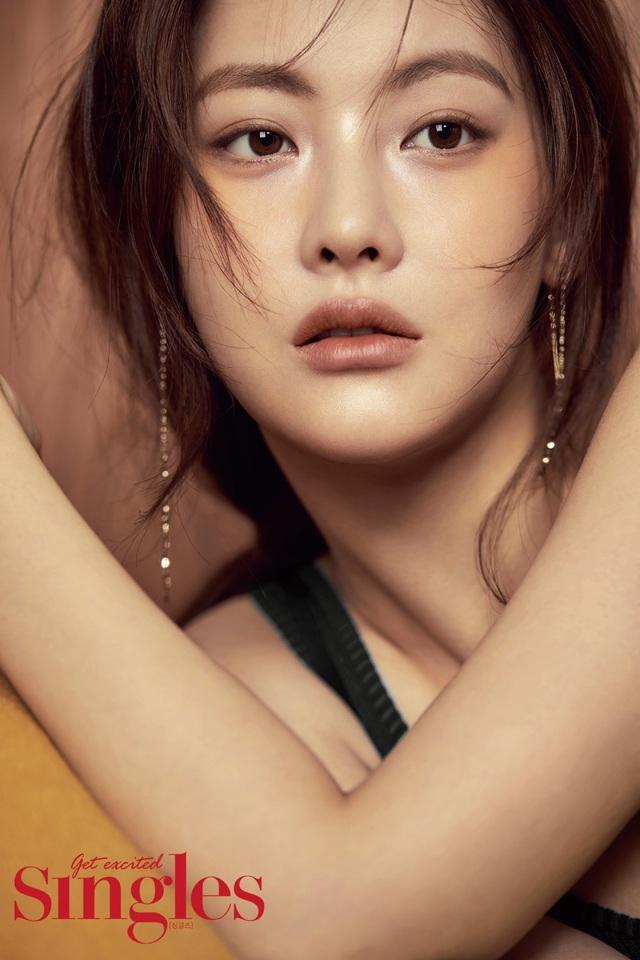 """Hé lộ danh tính bạn gái """"tin đồn"""" nóng bỏng của Hyun Bin - 4"""