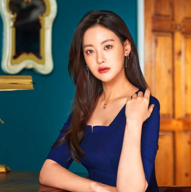 """Hé lộ danh tính bạn gái """"tin đồn"""" nóng bỏng của Hyun Bin - 2"""