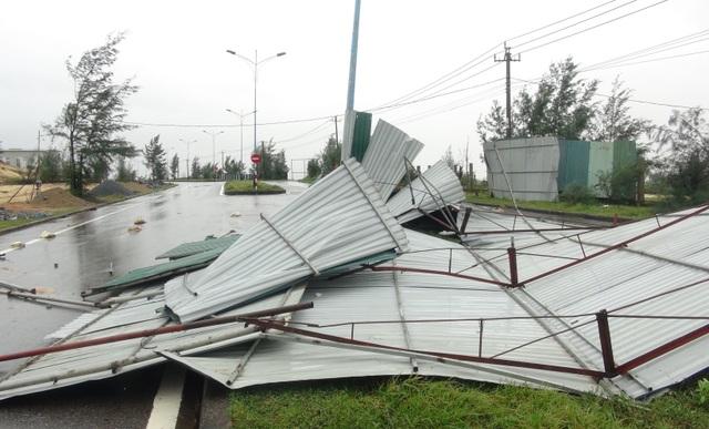 Bão Vamco làm hơn 1.500 nhà tốc mái, 18 người bị thương - 3