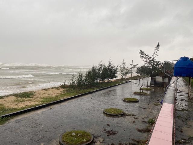 Bão số 13 chạy dọc biển miền Trung, từ Huế về Hà Tĩnh - 31