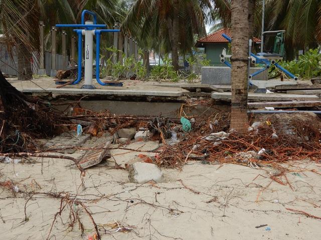 Bão số 13 tàn phá nhiều tuyến đê, kè biển miền Trung - 9